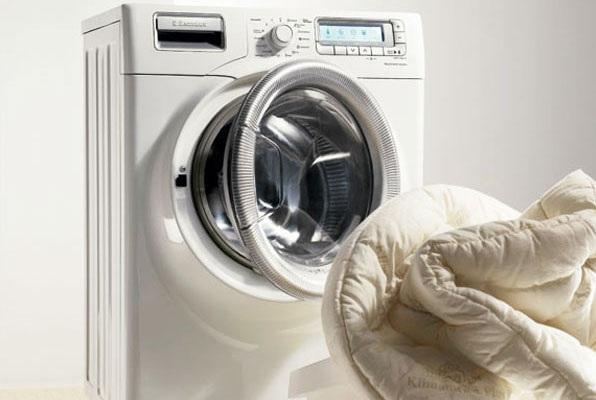 Mẹo nhỏ giúp khử mùi máy giặt cửa trước