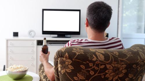 """Thuật ngữ """"couch potato"""" phổ biến chỉ sự lười biếng gán cho những ai hay xem TV"""