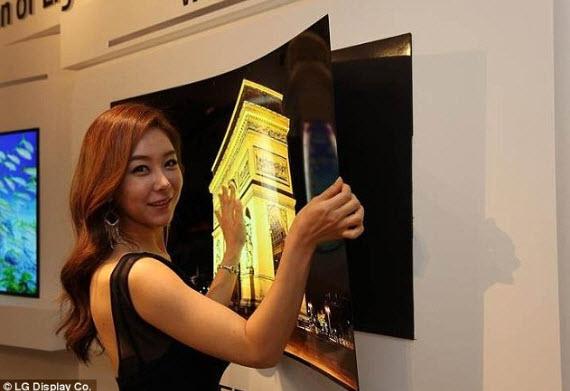 Một quảng cáo TV móng như giấy dán vào tường của LG