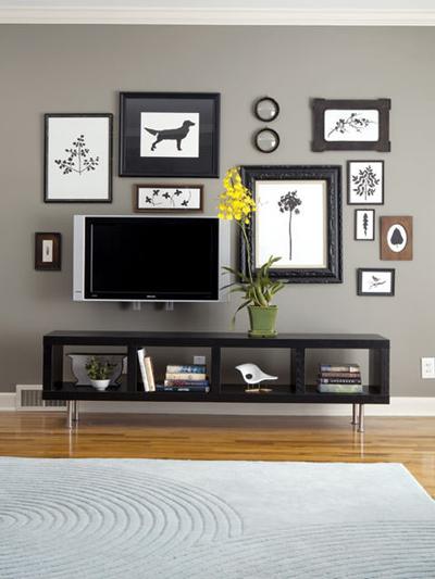 Chiếc tivi được bày trí hợp lý - giúp cho không gian văn phòng thêm tuyệt đẹp