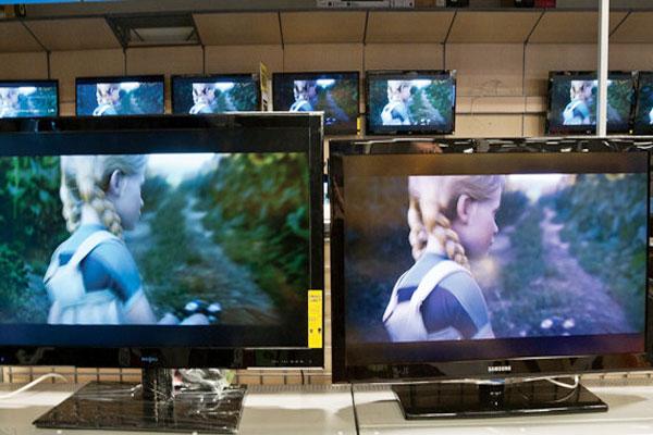 Đặt tivi bạn phân vân cạnh nhau để so sánh