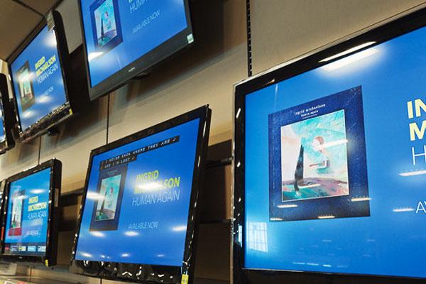 Màn hình tivi bị chói sẽ gây cảm giác khó chịu cho người sử dụng