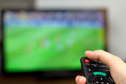 4 cách xử lý khéo lóe để con không 'dán mắt vào tivi'