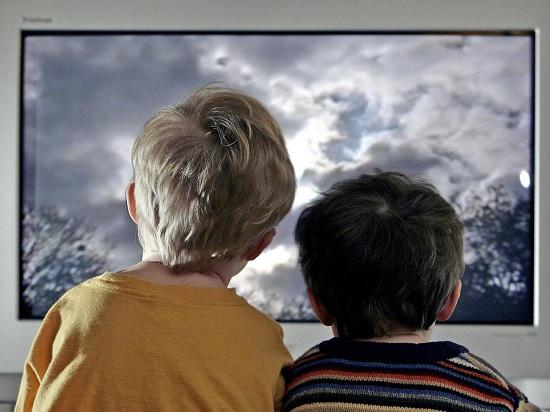 Nếu trẻ em xem tivi 3h/ngày sẽ có nguy cơ bị tiểu đường