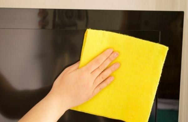 Vệ sinh màn hình LCD và Plasma TV có được dùng khăn ẩm không?