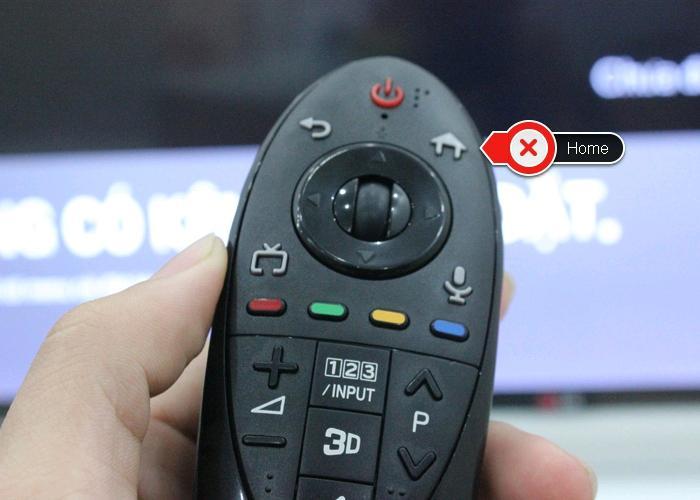 Bấm nút Home trên điều khiển
